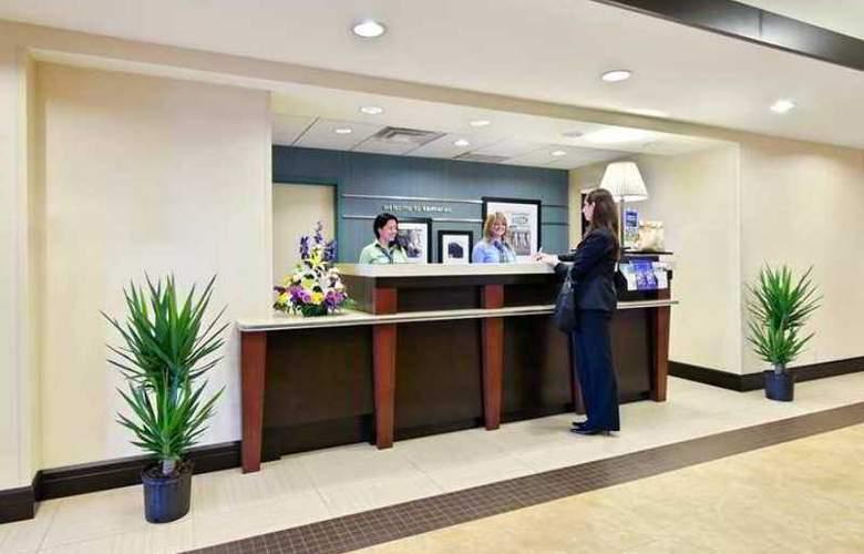 Hampton Inn & Suites Ft. Lauderdale - Hotel - 3