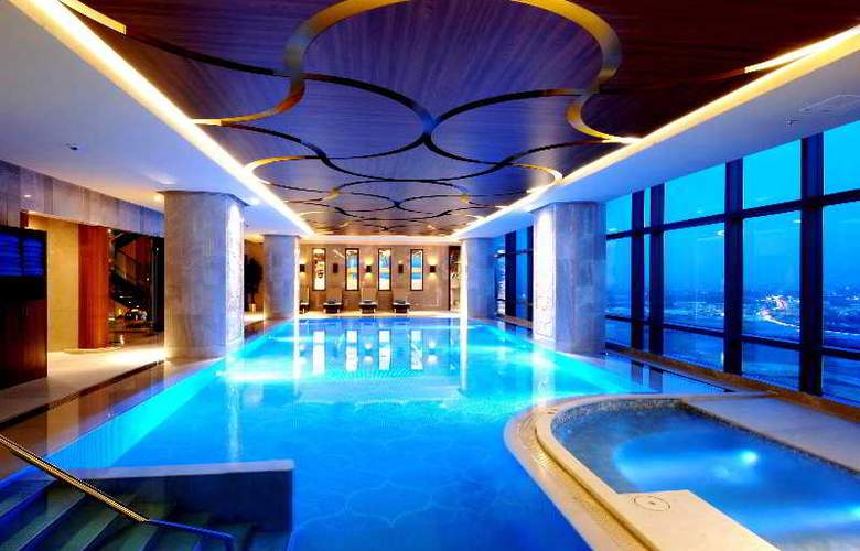 Hilton Bursa Convention Centre & Spa - Pool - 2