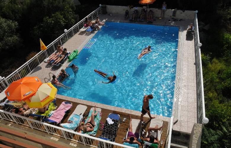 Acropolis Apartments - Pool - 2