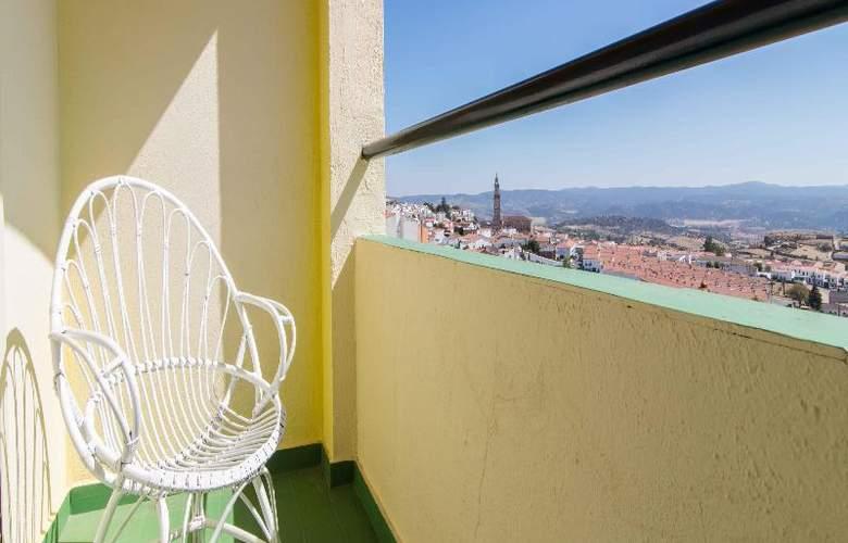 Hotel Los Templarios - Terrace - 9
