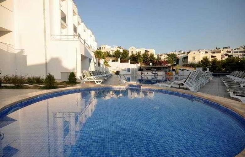 Shark Club Hotel - Pool - 12