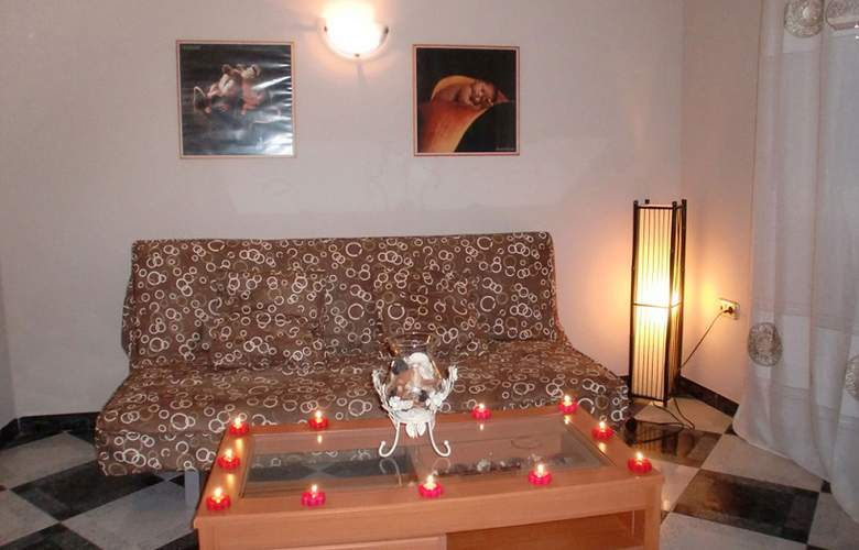 Agur - Room - 8