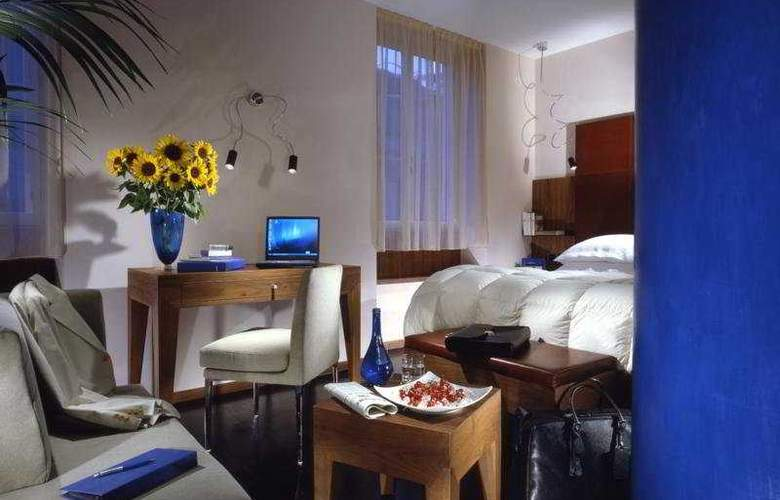 Art by the Spanish Steps - Room - 5