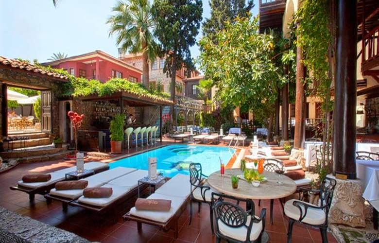 Alp Pasa Hotel - Terrace - 62