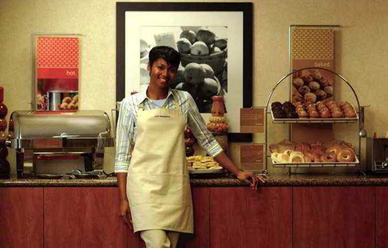 Hampton Inn and Suites Seattle-Airport/28th Ave - Meals - 2