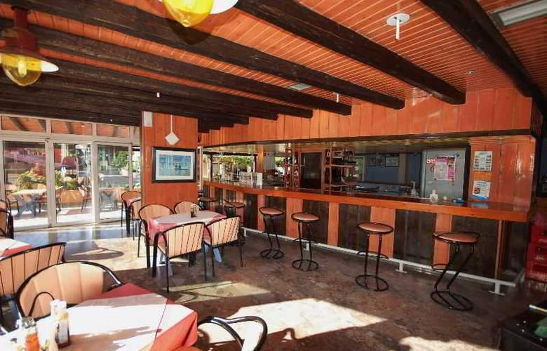 Dominoes - Restaurant - 20