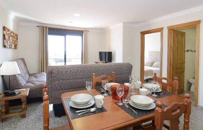 Apartamentos Nuria Sol - Room - 5