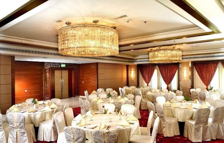 Landmark Grand Hotel - Restaurant - 11