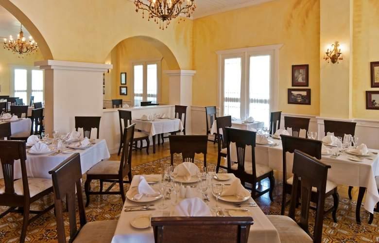 Ocean Blue & Sand - Restaurant - 19