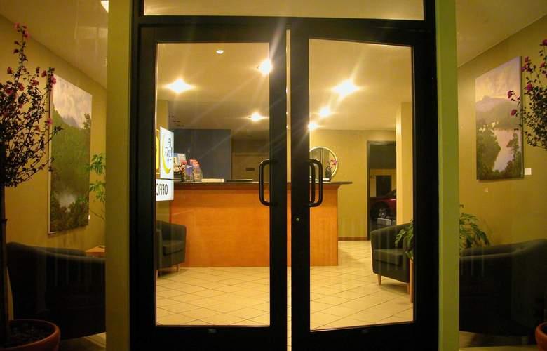 La Luna Inn - Hotel - 0
