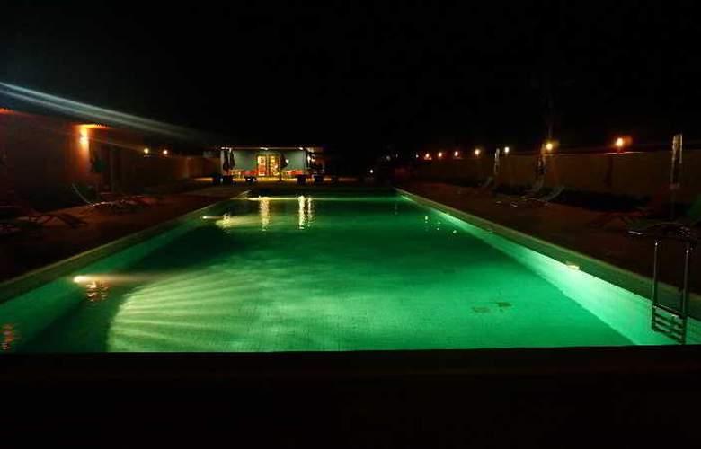 Viana Hotel - Pool - 5