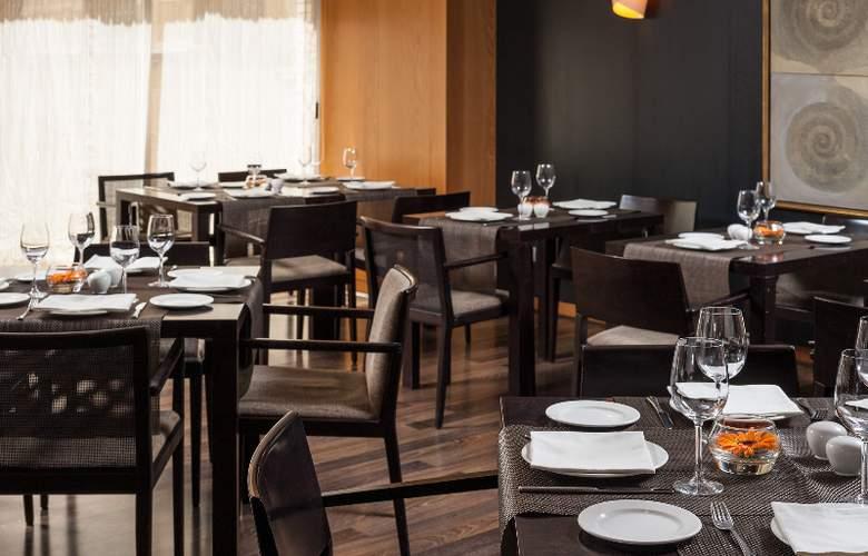 H10 Puerta de Alcalá - Restaurant - 0