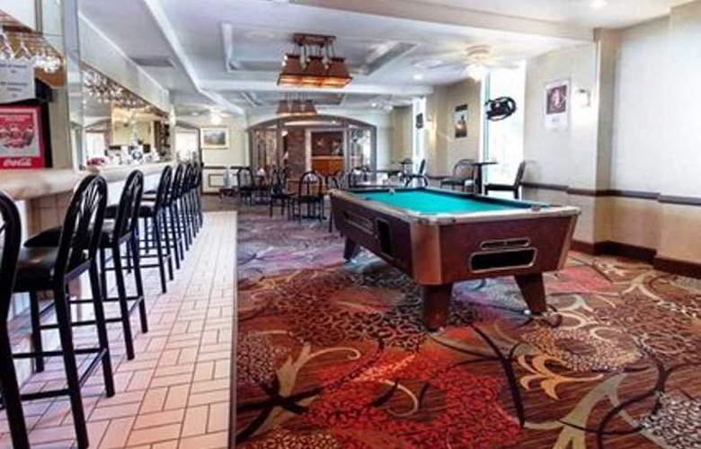 Quality Inn Denver Central - Bar - 1