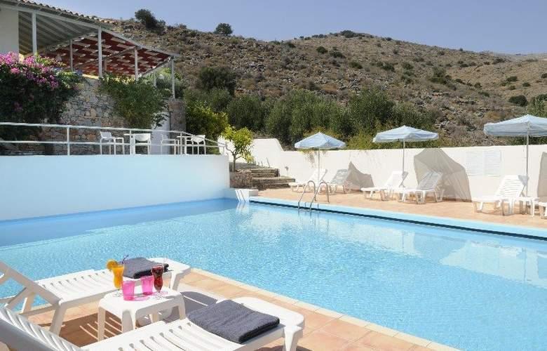 Selena Hotel - Pool - 2