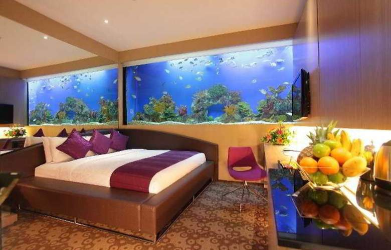 H2O - Room - 12