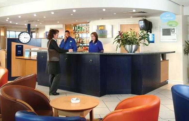 Holiday Inn Express Wandsworth Battersea - General - 1