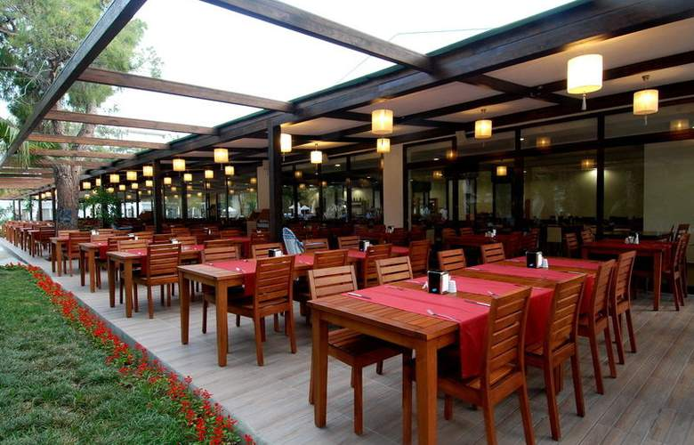 Club Hotel Golf - Restaurant - 11