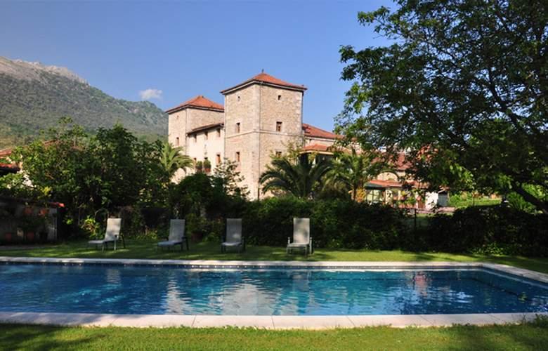 Hotel Palacio Torre de Ruesga - Pool - 3