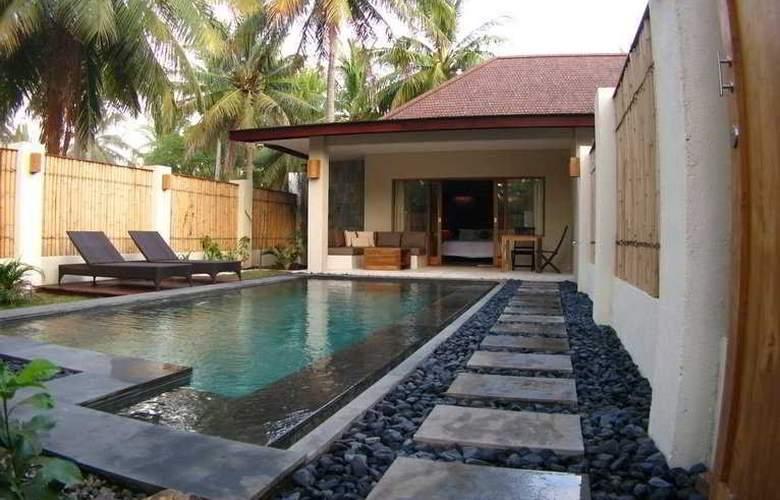Kelapa Luxury Villas - Pool - 4