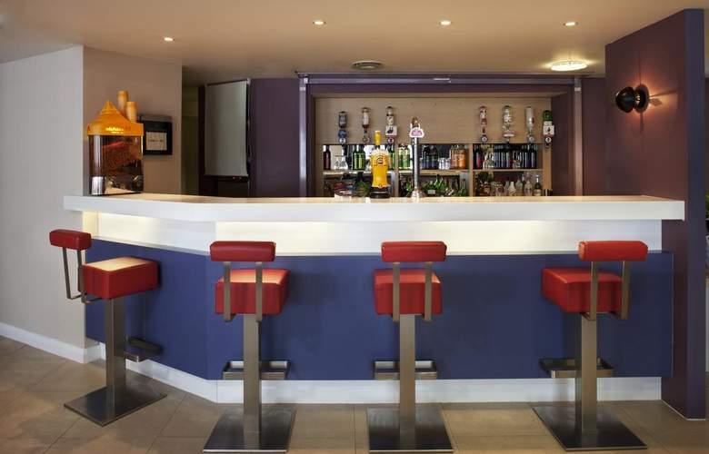 Holiday Inn Express Norwich - Bar - 3