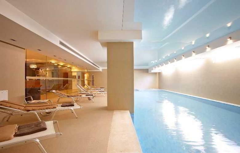 Atrium - Pool - 4