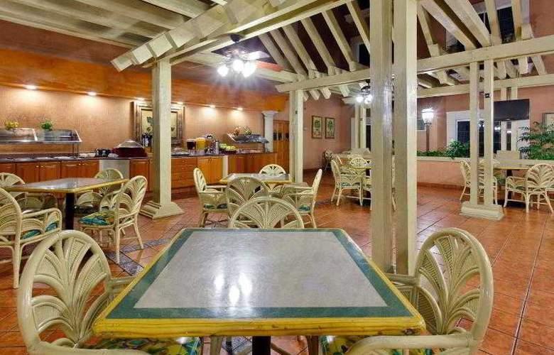 Holiday Inn Express Ciudad Victoria - Restaurant - 24