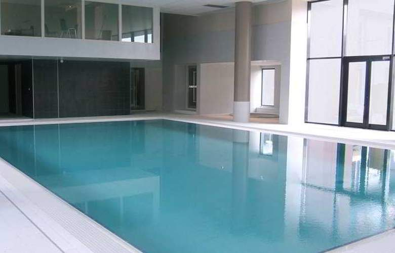Residhome Carrieres Seine Saint Germain - Pool - 7