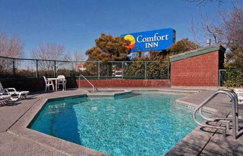 Comfort Inn Airport - Pool - 5