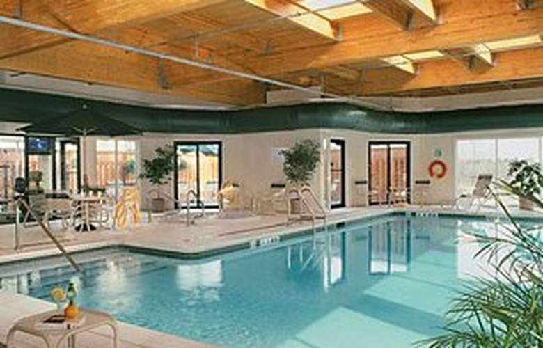 Courtyard by Marriott Toronto Airport - Pool - 2