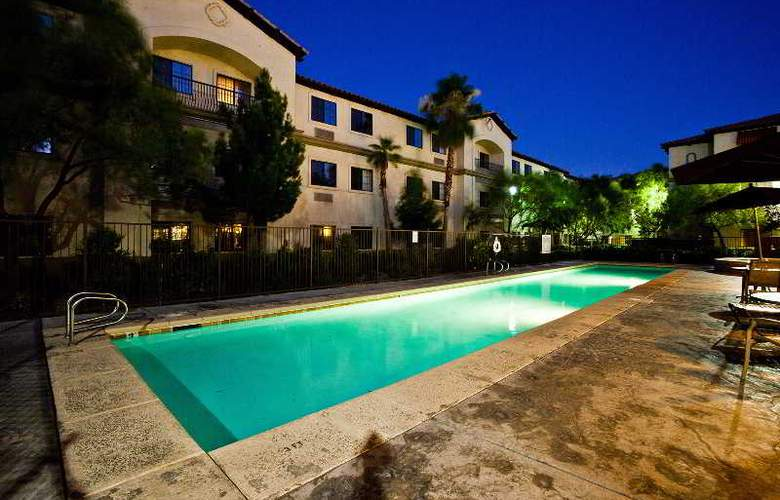 Tuscany Suites & Casino - Pool - 15
