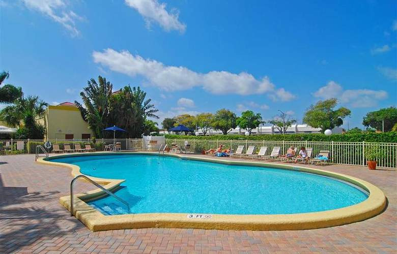 Best Western Plus University Inn - Pool - 86