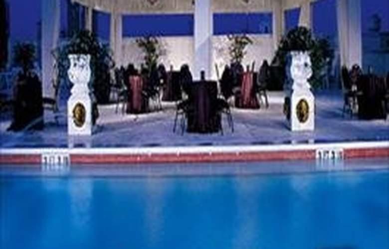 Grand Bohemian Hotel, Orlando - Pool - 7