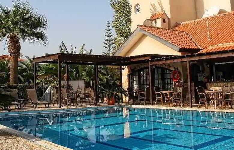 Anais Bay Apartment - Pool - 2