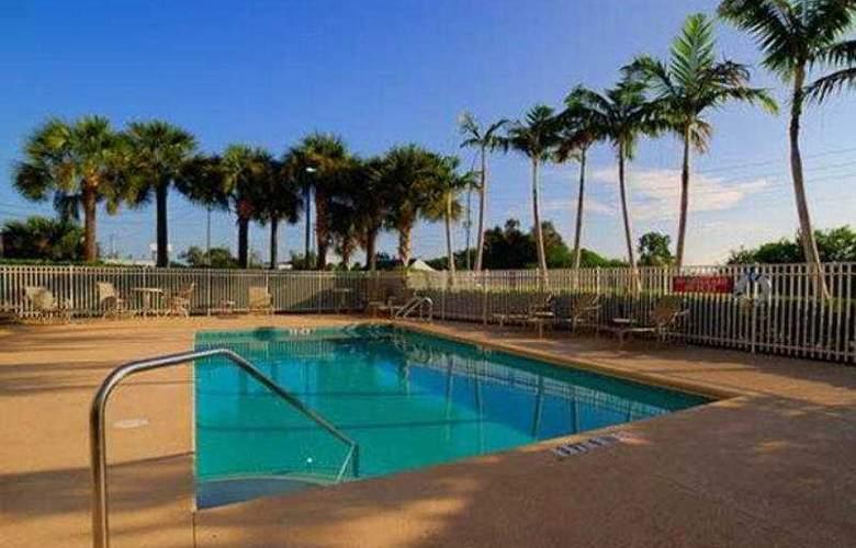 Best Western Plus Sebastian Hotel & Suites - Hotel - 4