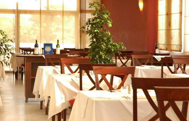 Montenegro Beach Resort - Restaurant - 13