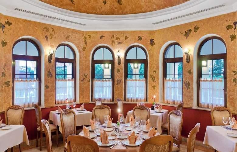 Wow Kremlin Palace - Restaurant - 6