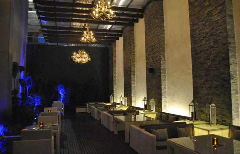 Hilton Garden Inn Gurgaon Baani Square - Restaurant - 5