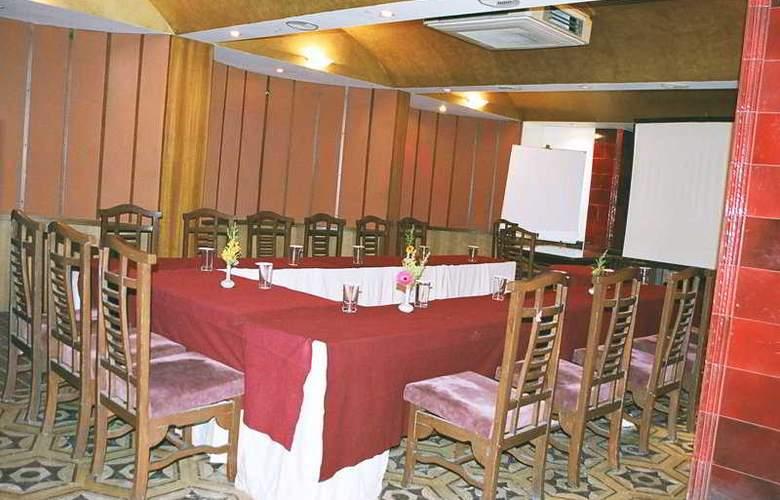 Aurora Towers - Restaurant - 10