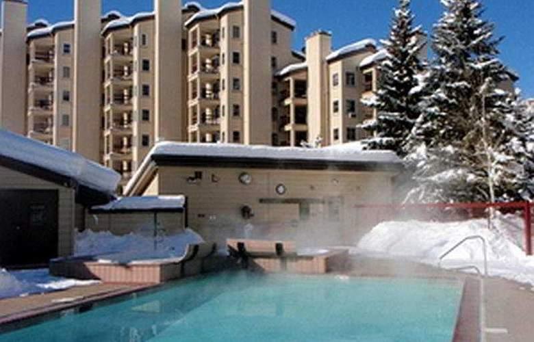 Torian Plum Condominiums - Pool - 4