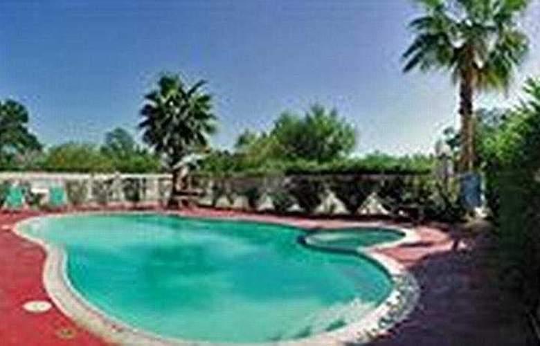 Howard Johnson Suites Hobby Airport - Pool - 5