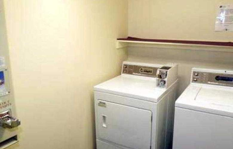 Lakeview Inn & Suites Frederiction - Room - 1