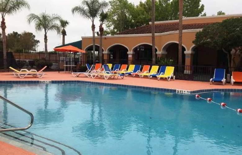 Ramada Kissimmee Downtown - Pool - 1
