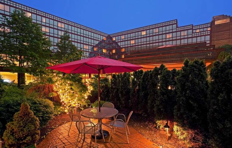 La Guardia Plaza Hotel - Bar - 13