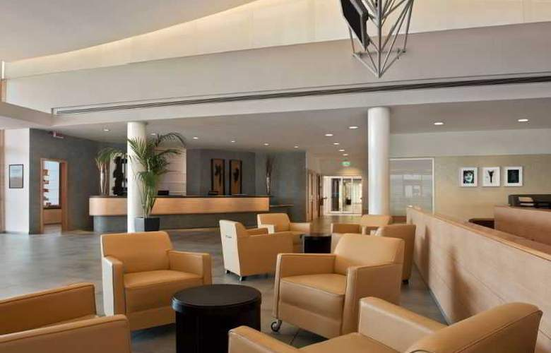 Hilton Garden Inn Rome Airport - General - 8
