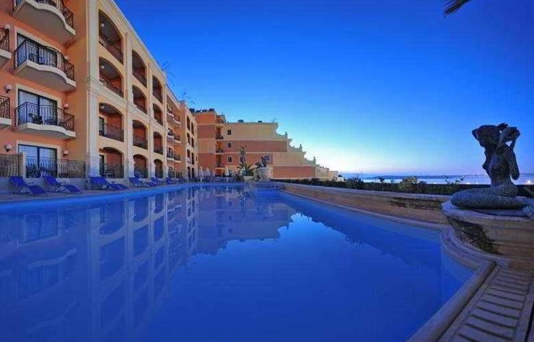 Grand Hotel - Pool - 3