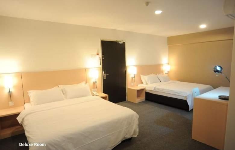 Super 8 Hotels - Room - 1