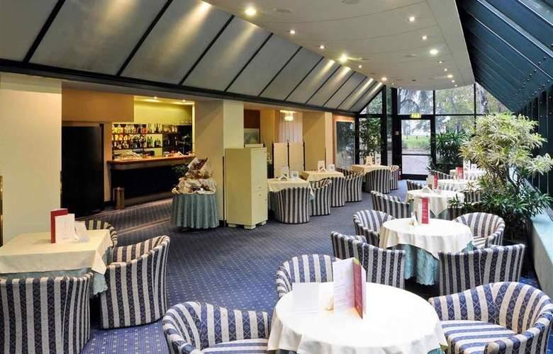 Mercure Astoria - Restaurant - 20