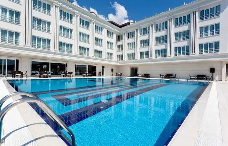 Mercia Hotels & Resort - Pool - 3