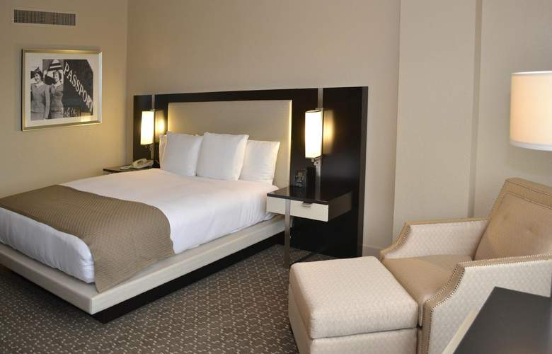 DoubleTree by Hilton Houston Hobby Airport - Room - 1