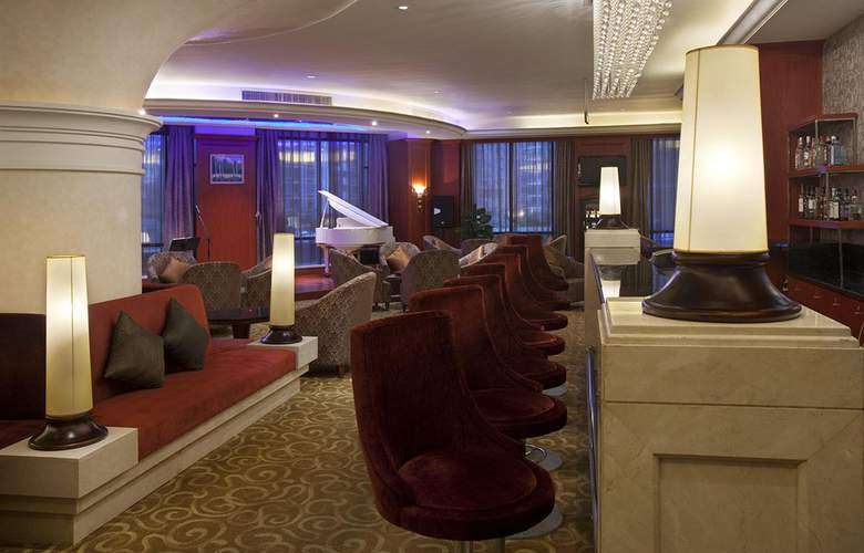 Crowne Plaza - Bar - 13